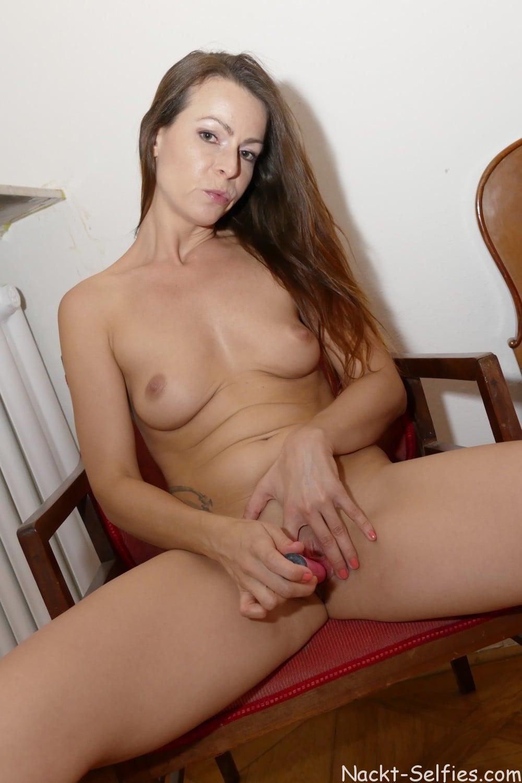Sexbild versaute Hausfrau Lena 06