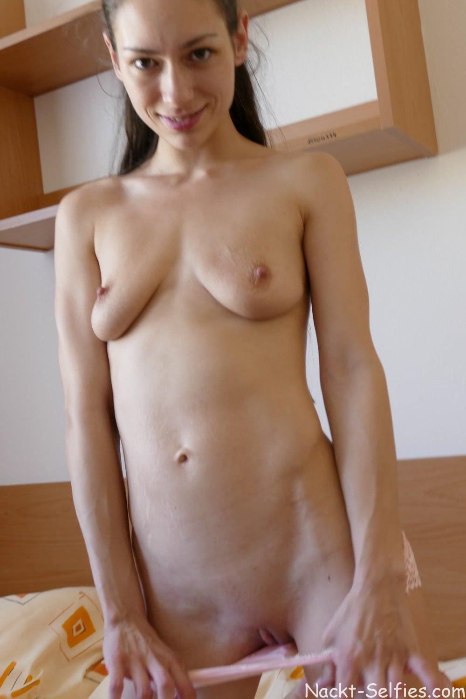 Skinny und nackt Pic Arwen 04