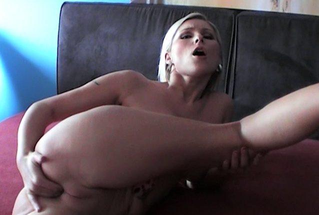 Solo Sexvideo Blondine Stefanie