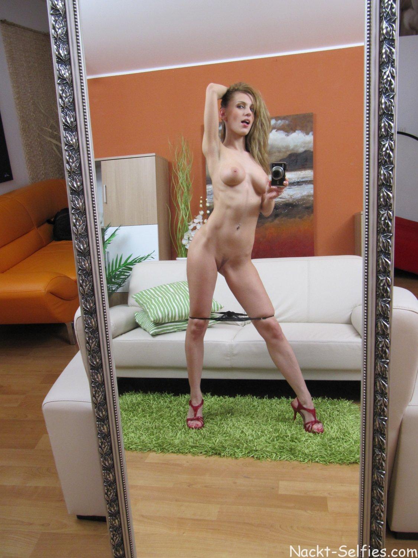Spiegel Nackt Selfie Marlen 03